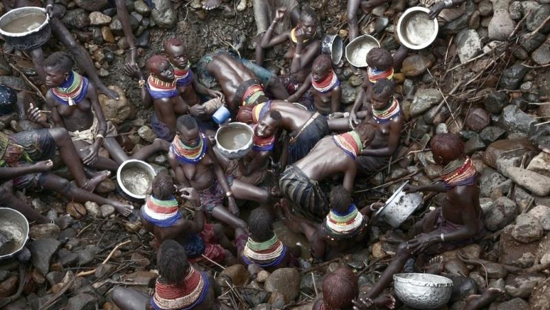 Donne Turkana lottano per la sopravvivenza