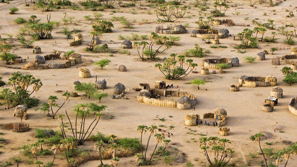Villaggio vicino a Lokwakangole sulle rive del lago Turkana
