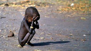 La siccità e la desertificazione, la conseguente scarsità di cibo e di acqua, provocano in Kenya non solo fame, ma anche guerre e morte. Non potrai fingere di non vedere... e non sarai mai più lo stesso!